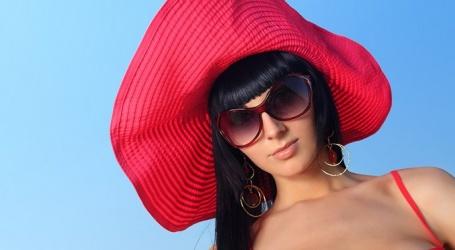 Les chapeaux sont-ils toujours à la mode ?